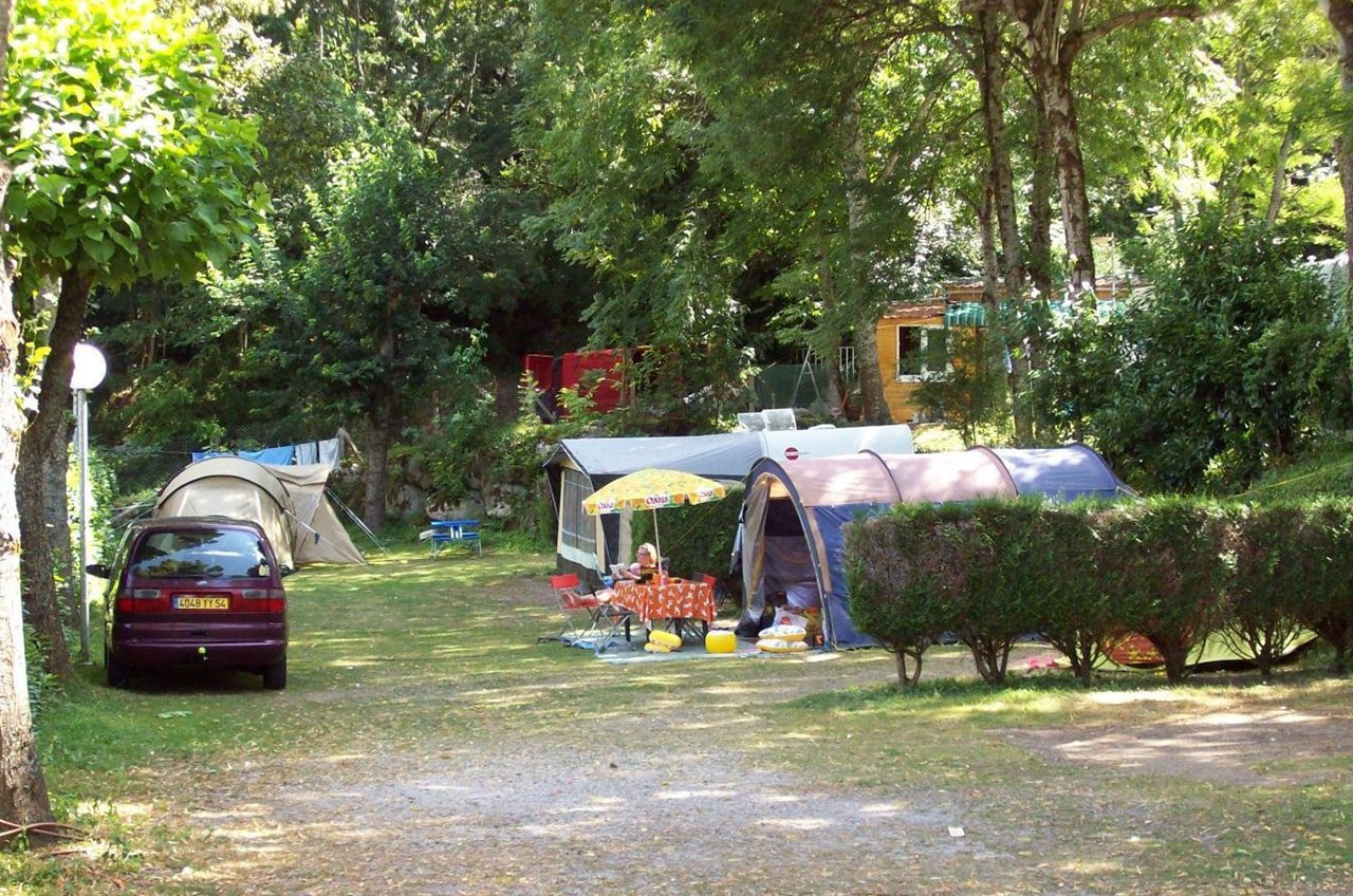 camping-familial-ariege-tentes-emplacements
